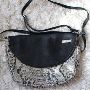 Handbags - FAKE SNAKE SKIN CROSSBODY PURSE
